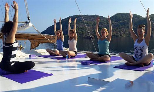 Yoga cruise at Captain Jack Yachting